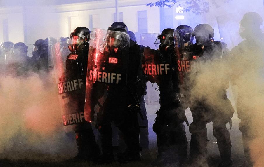 威斯康星州爆发严重骚乱,华盛顿派千名国民警卫队前往应对