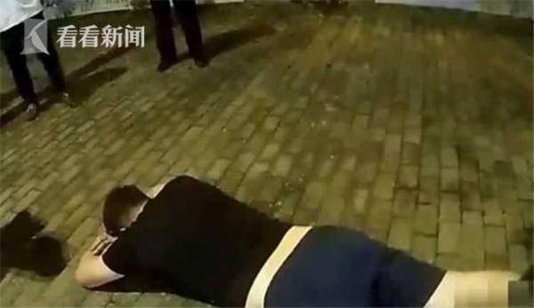 醉驾男子躺倒路边 民警现场救助却被他反咬一口