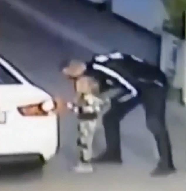 可怕!乌克兰4岁女童加油站被诱拐父母均未注意