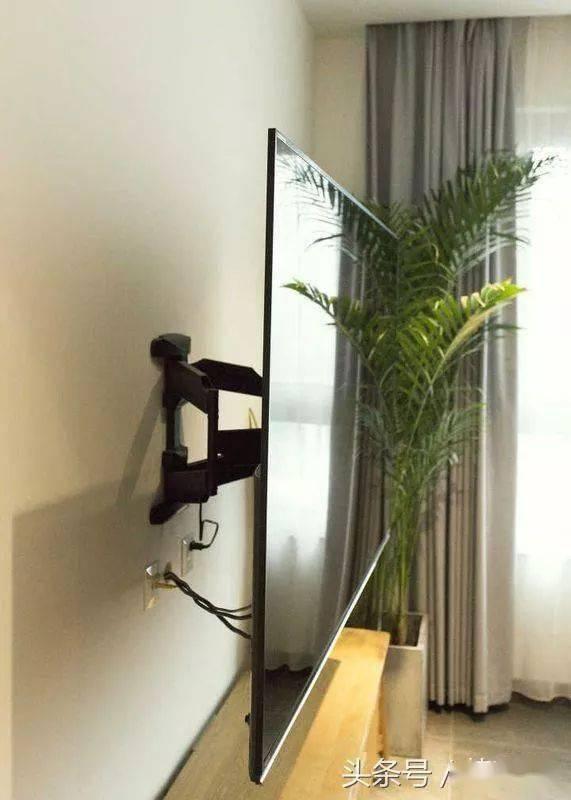 建议家家户户:电视墙安装得连一根电线都看不见。太优雅了。