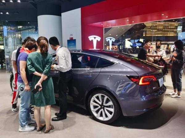 """小型电动车销量大增,北京新能源车市场持续火爆!""""金九银十""""来了,你会买车吗?"""