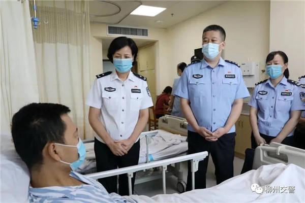 广西柳州:警察慈善义卖募集370000笔捐款