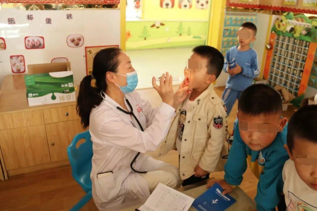 保健医师全程指导儿童体检 效率更高 —