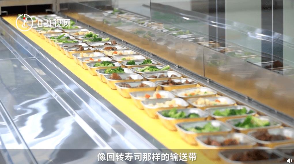 中学食堂机器人炒出八大菜系