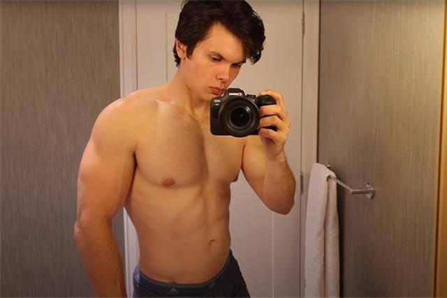 肌肉男尝试生酮饮食,并每天坚持锻炼,7天后看他体重和身材变化
