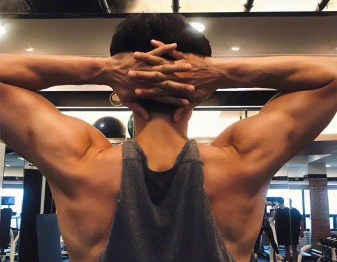 中年依然拥有腹肌的男人们都过着怎样的人生呢?