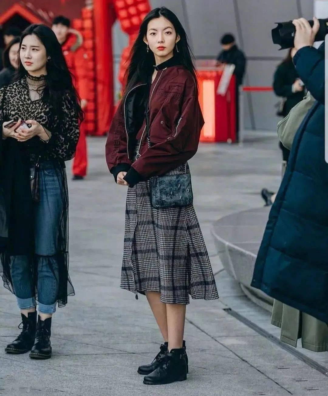 马丁靴+裙子,马丁靴+工装裤……又酷又撩,时髦炸了!     第20张
