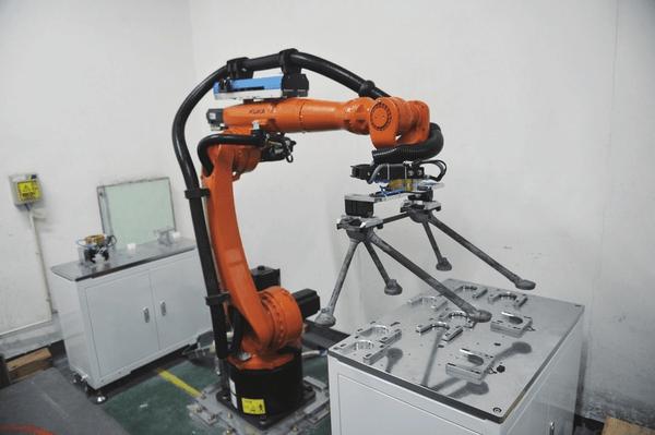 基于机器人的发动机支架焊缝检测平台在昌飞正式投入使用