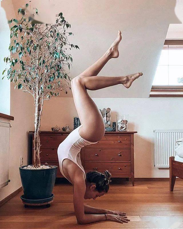 瑜伽人超爱的9个翘臀动作,美臀又瘦腿,爱美的你一定要练起来!_右腿
