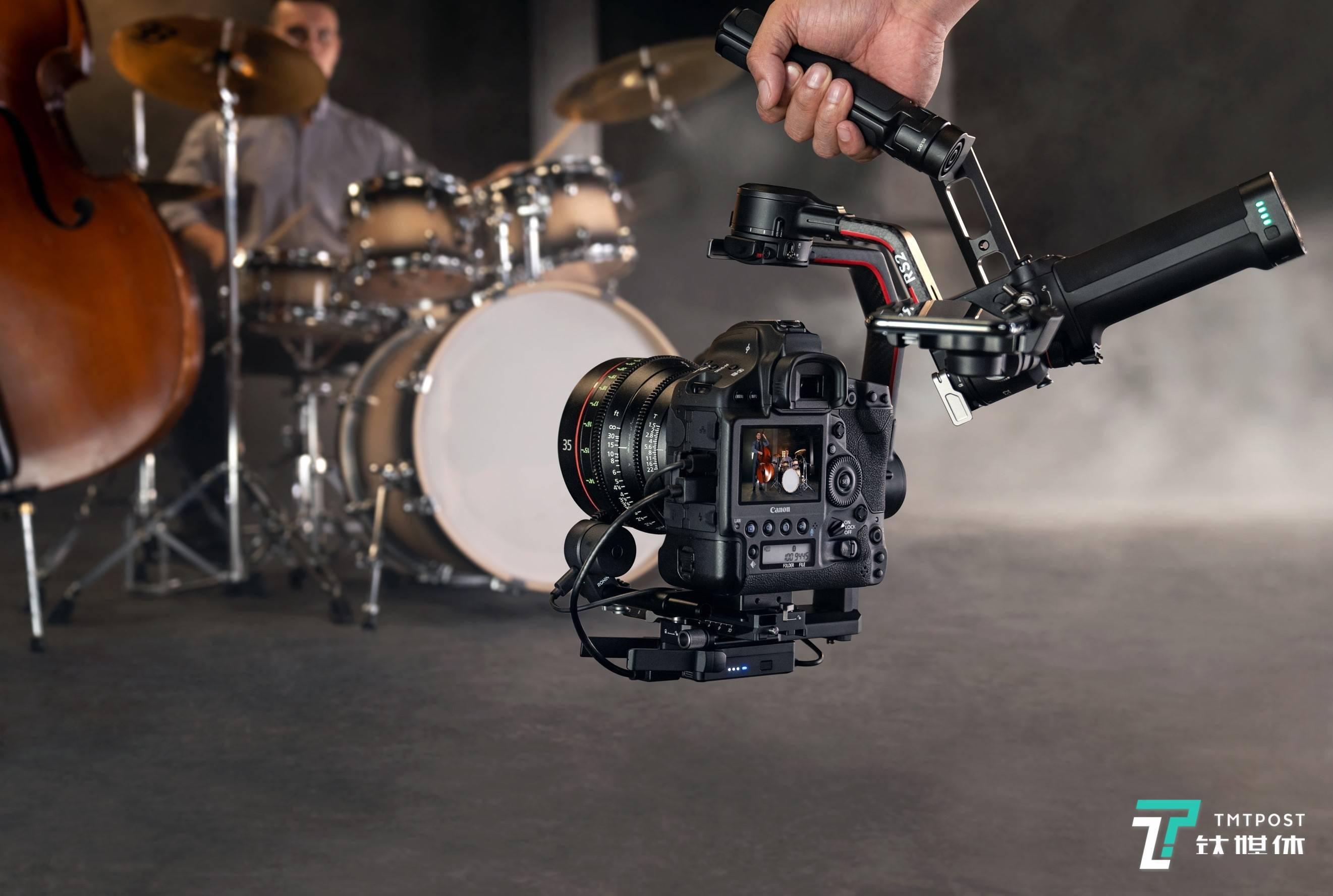 重量减轻,承重翻倍,大疆发布手持云台DJI RS 2及DJI RSC 2 | 钛快讯