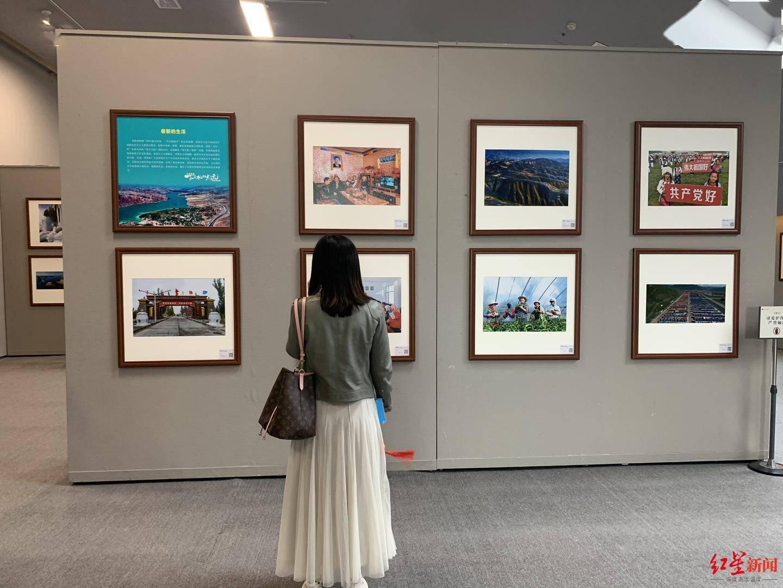 """""""大美青海·一江清水向东流""""摄影巡回展在成都举行"""