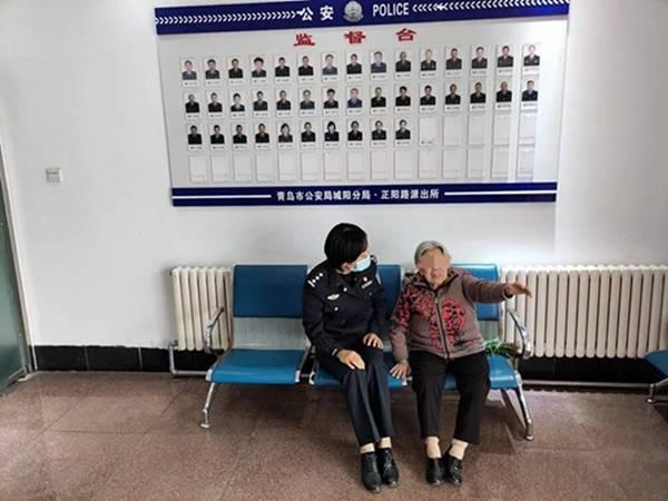 九旬老太挖野菜太专注迷路 幸得城阳民警帮助找到家人