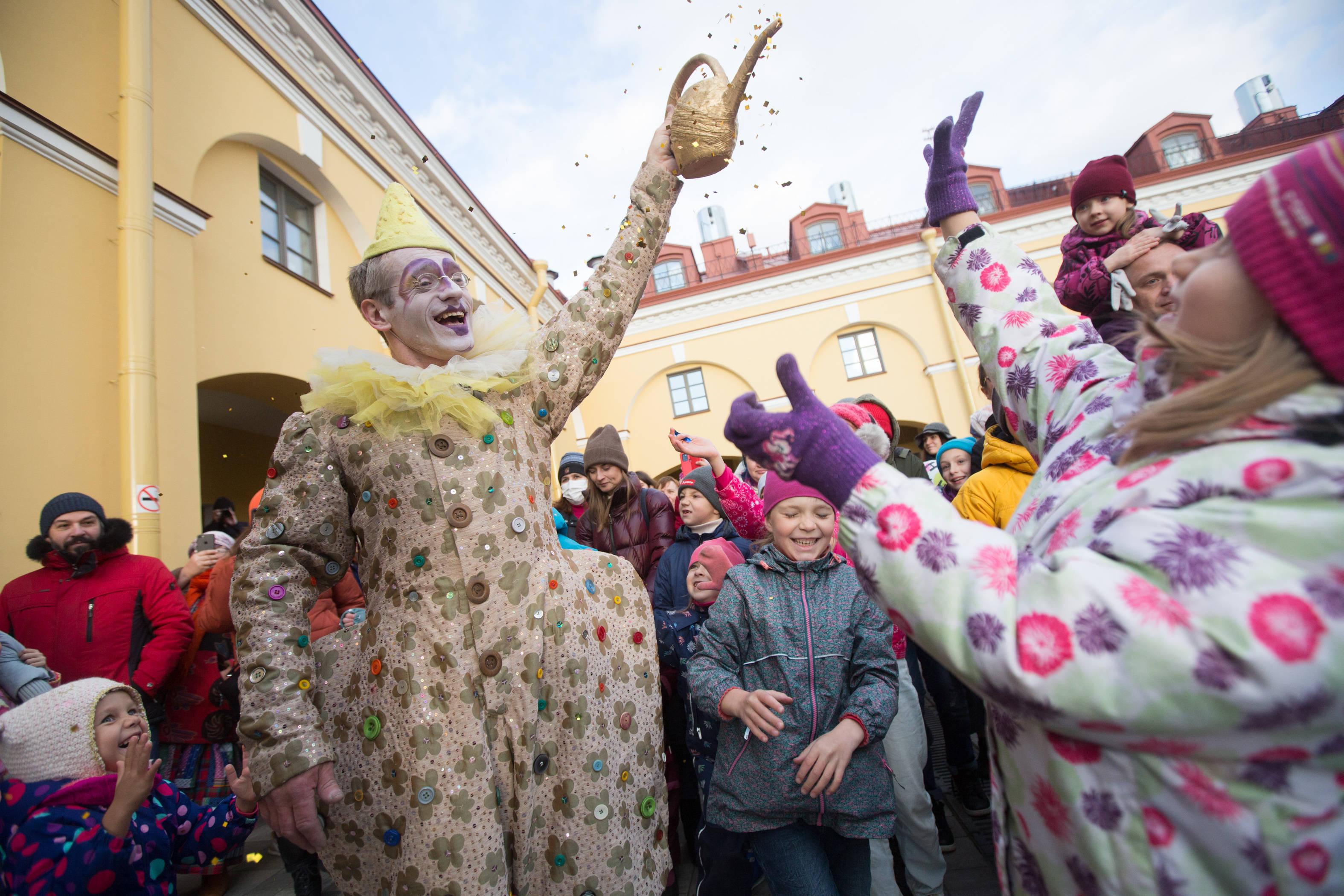 圣彼得堡举办独立剧院巡游节