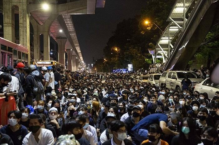 恒达首页控制游行:泰国政府要封即时通讯APP,誓言保护王室 (图2)