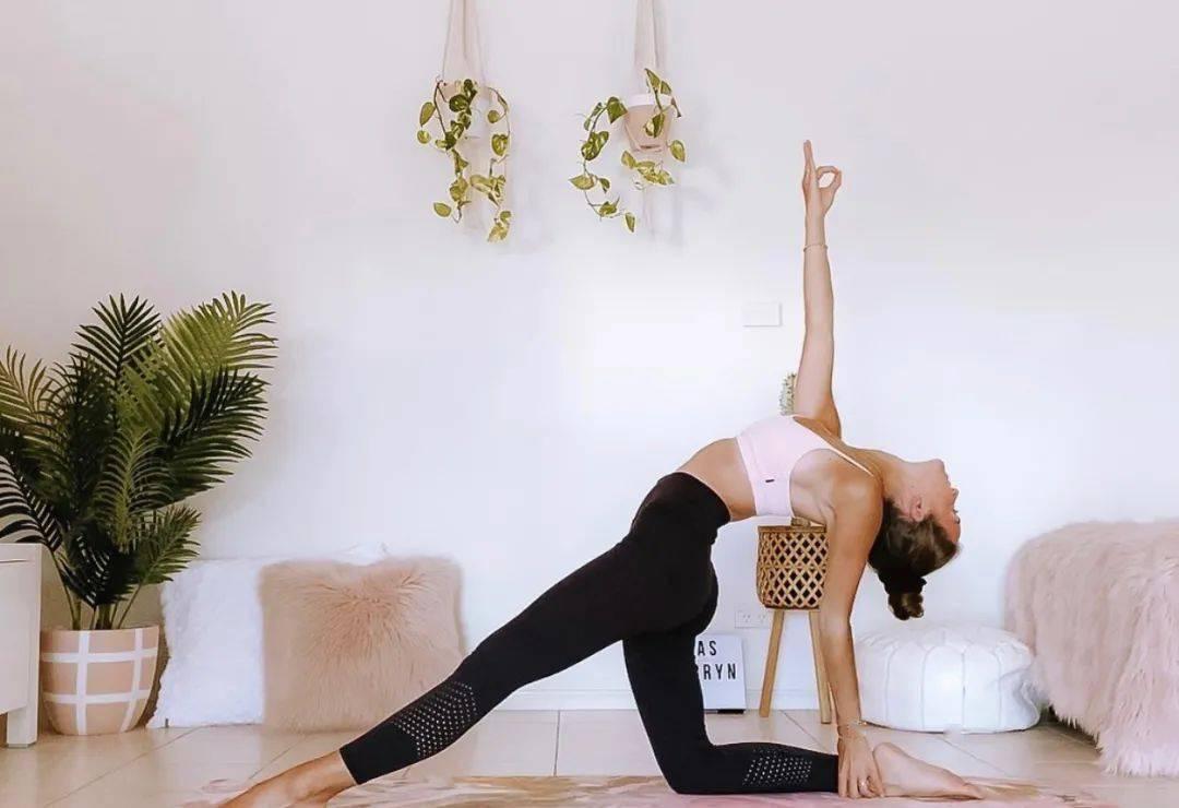 比深蹲更有效的翘臀瑜伽序列,9步轻松打造蜜桃臀!