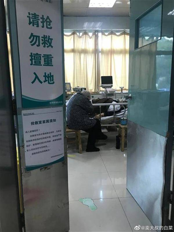一位洪湖人寄给武汉医生的莲藕,让关心硬核奶奶的网友又一次看哭