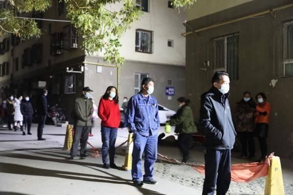【包万向】10.25新疆喀什疫情最新消息  喀什核酸检测超30万