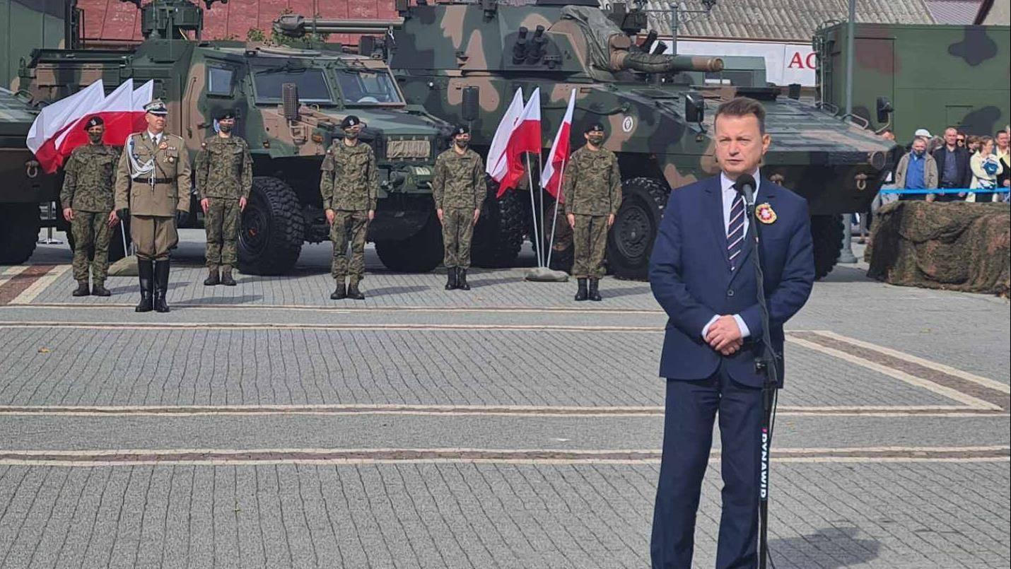 波兰国防部长新冠病毒检测结果为阳性