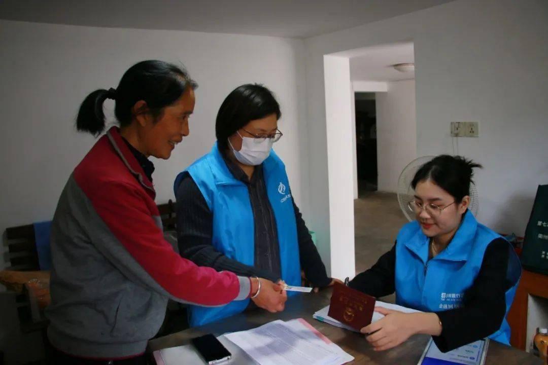 志愿者进行人口普查_人口普查志愿者图片