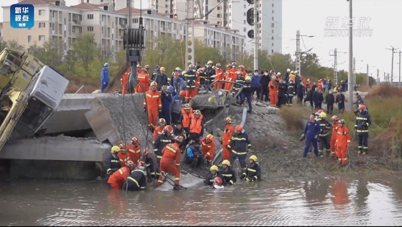 百事3平台官网天津铁路桥坍塌已致7死 专家称桥枕更换一般不会导致坍塌 事故原因有待调查(图1)