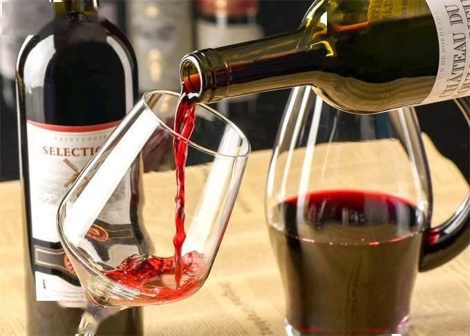 慕了!陕西高校开设葡萄酒文化与鉴赏课,老师帮倒酒学生课上品酒