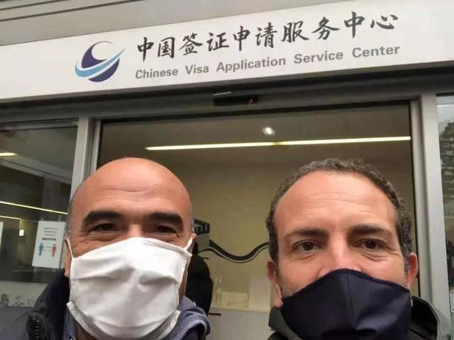 戴两层口罩、飞20多小时、来回28天隔离...这两个意大利人为何千辛万苦也要来上海?