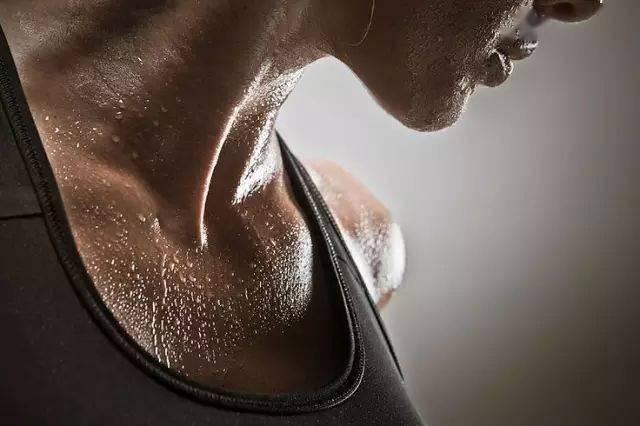 运动多流汗就能瘦?告诉你汗水和体重的关系!