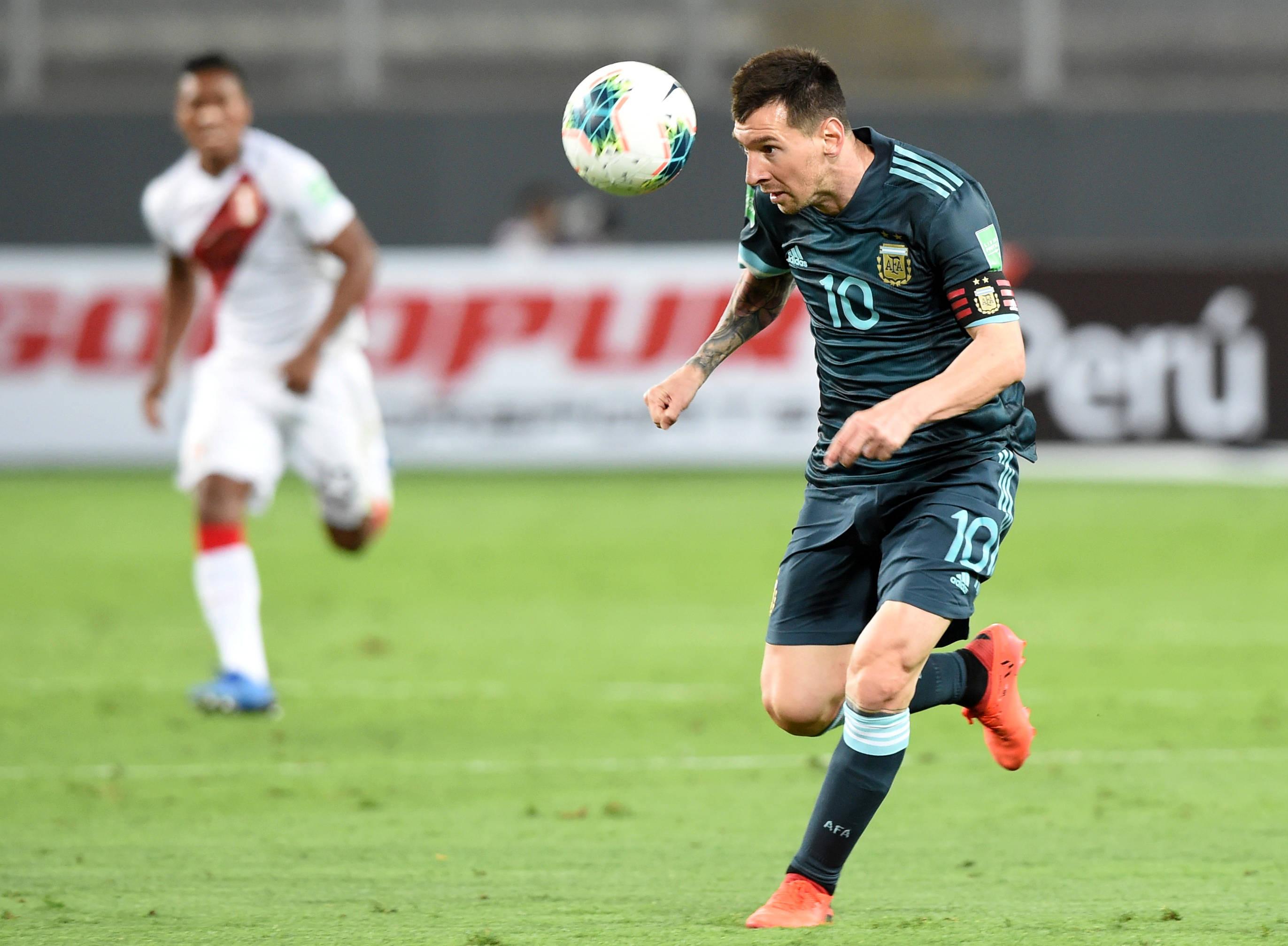 足球——世界杯南美区预选赛:阿根廷胜秘鲁-正规买球app排行(图1)