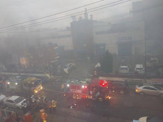 韩国一化妆品工厂起火:致3死6伤 现场黑烟弥漫