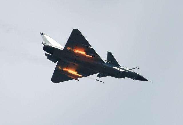 老款歼-10解锁新技能!由特种兵激光指引制导炸弹攻击     第6张