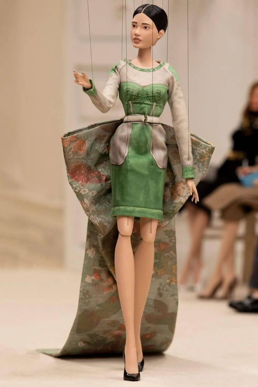 """""""提线娃娃时装秀""""-Moschino2021春夏时装系列!"""