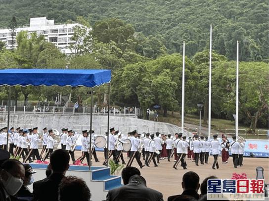 """香港警校举行结业会操,港警""""一哥""""引《论语》中""""勇者不惧""""勉励毕业学员"""