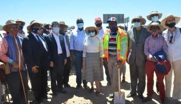 中国企业承建纳米比亚南部主干道道路修复项目