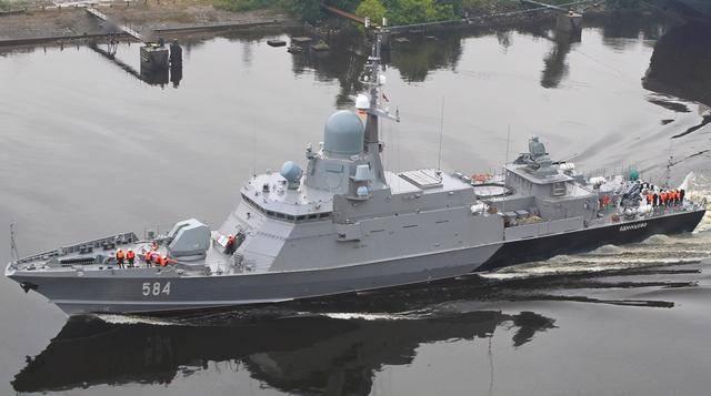 俄八百吨小舰太彪悍:装满小盾、垂发、近防炮!舰员只能挤小舱睡