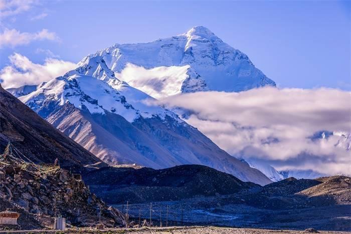 入侵世界之巅!珠峰顶部发现微塑料,登山者遗弃物威胁山脉生态