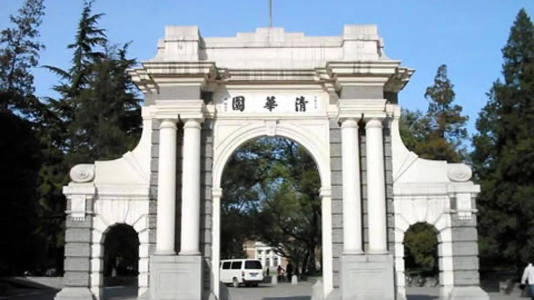 全国人大通过关于香港立法会继续履行职责的决定