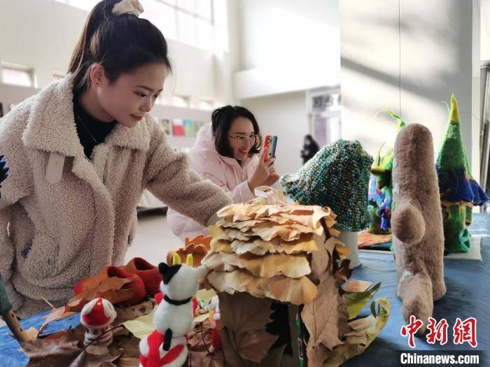 """河北石家庄:""""落叶文化""""正流行 冬日亦可亲近自然"""