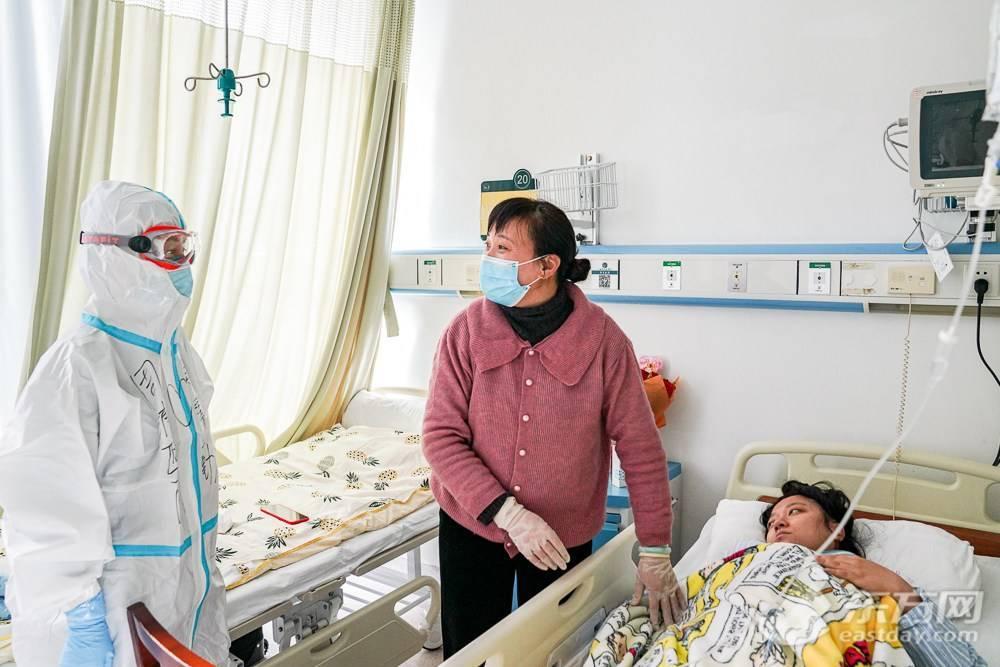 记者现场直击| 上海隔离小区三孕妇母子平安 最快下周出院