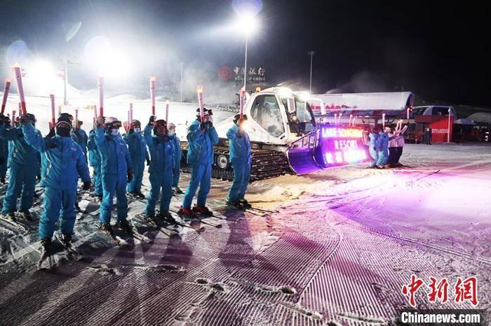 """吉林新雪季夜滑密集""""开板"""":雪友畅享星空下的雪道"""