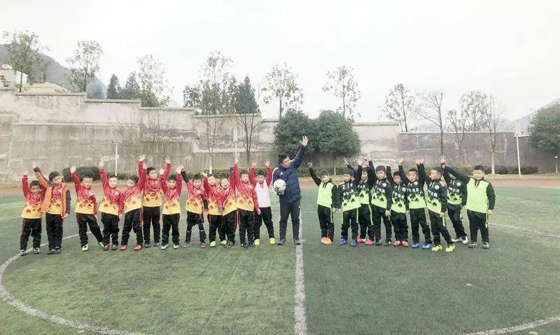 校园足球联赛报道