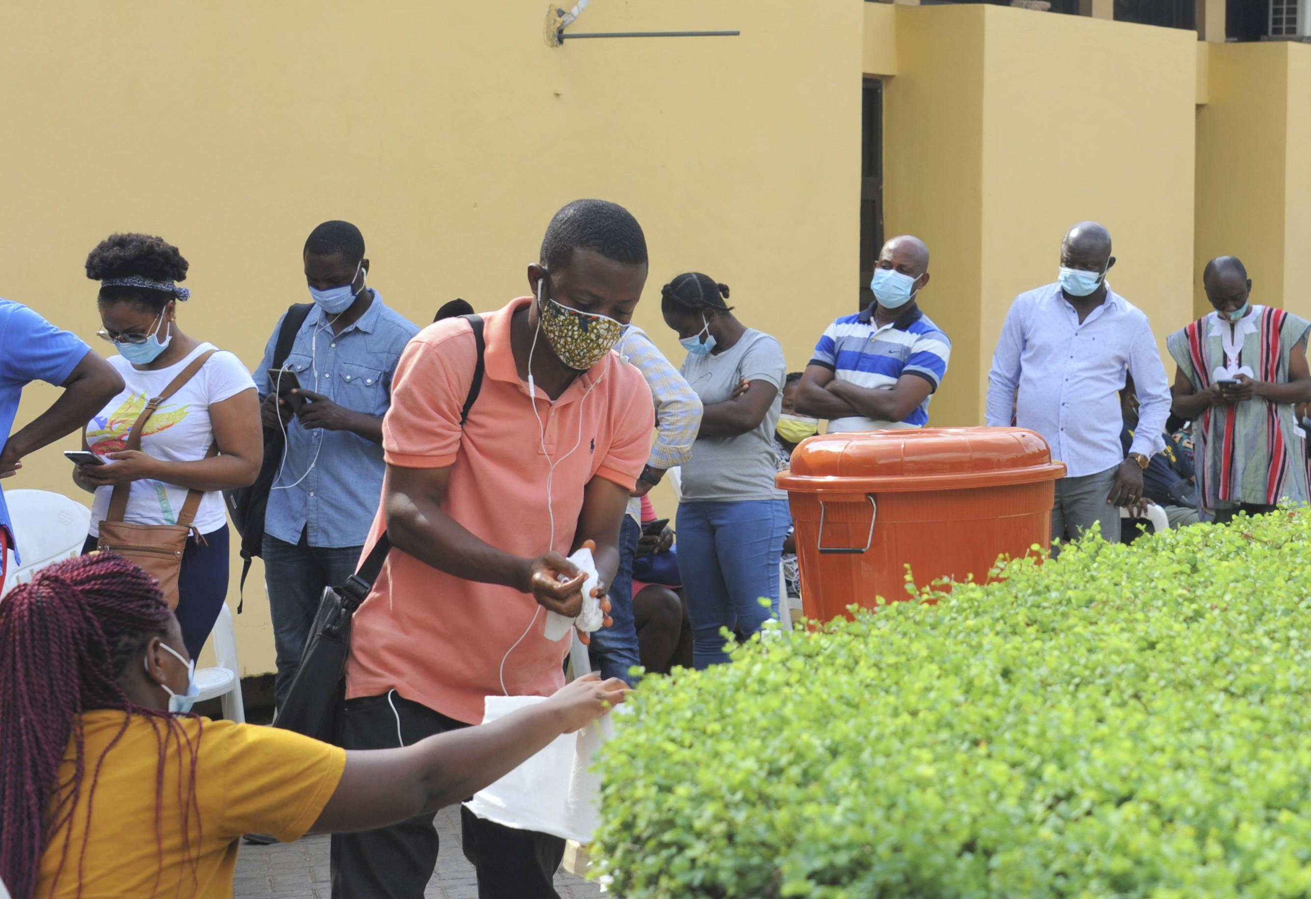 加纳举行总统和议会选举