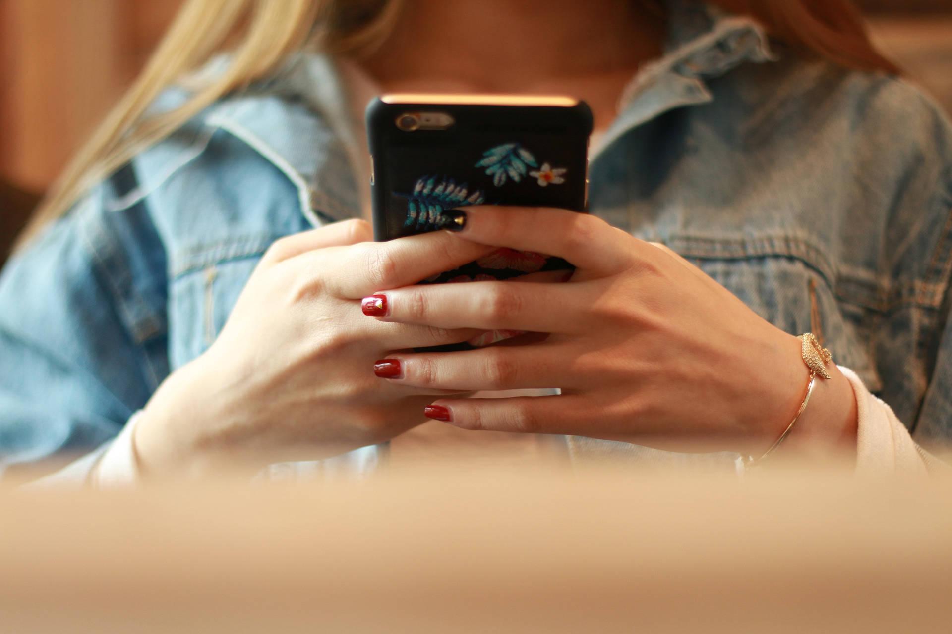 """微信个性化推荐广告要11步才能关闭 还有七成广告没有""""关闭键"""""""