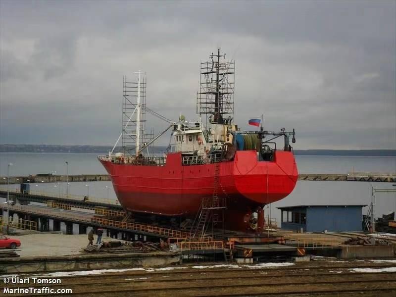 俄沉没渔船搜救工作持续进行 船员生还机会渺茫