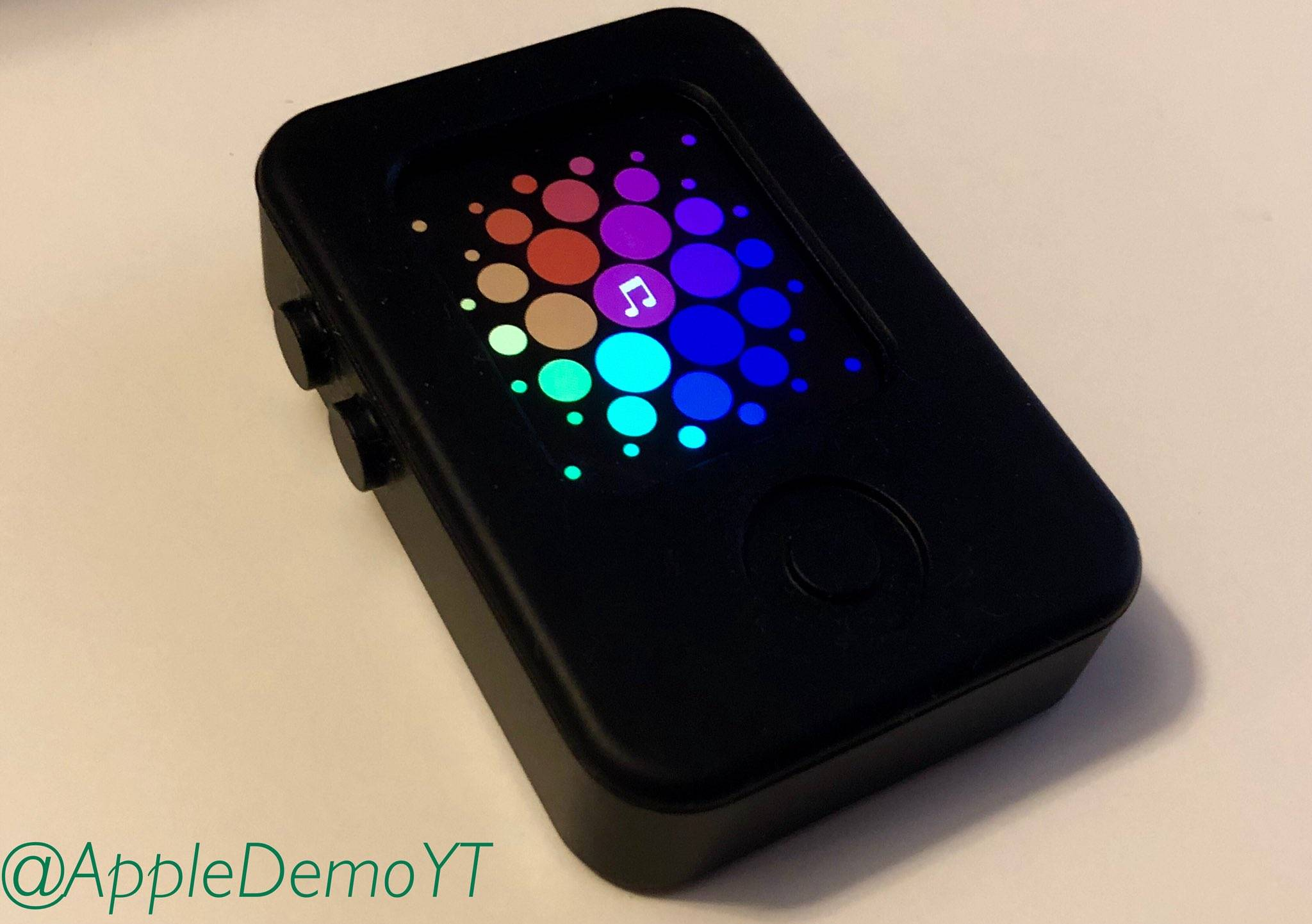 Apple Watch原型设备真实机曝光:采用矩形设计