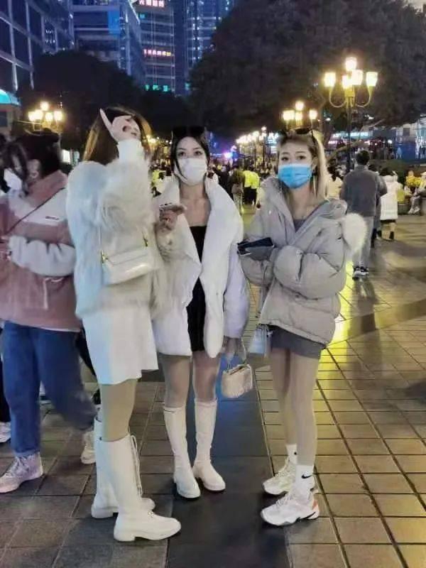 2020重庆解放碑跨年 现场实况!帅哥美女多多!