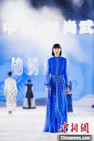 武汉以时尚文化迎接新年,实现传统与现代的融合