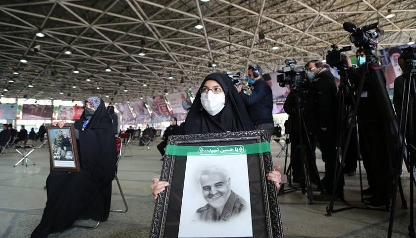 苏莱曼尼遇刺周年:伊朗威胁大幅提升浓缩铀丰度,美国突然撤走航母