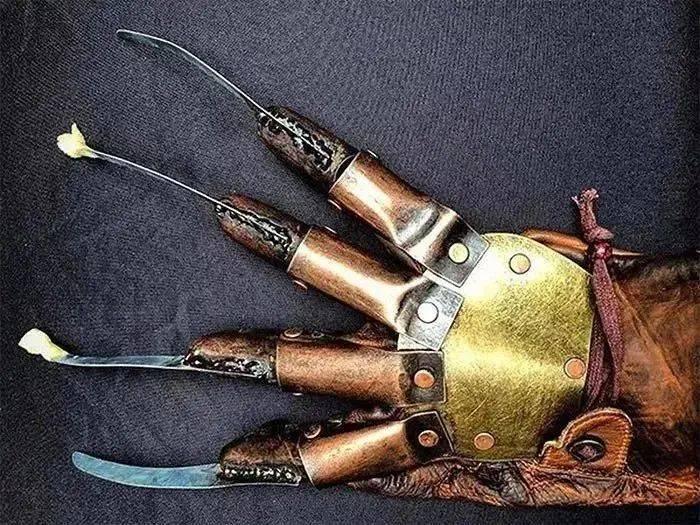 乍一看是恐龙玩具,其实是手榴弹!机场安检查获很多奇葩物品!