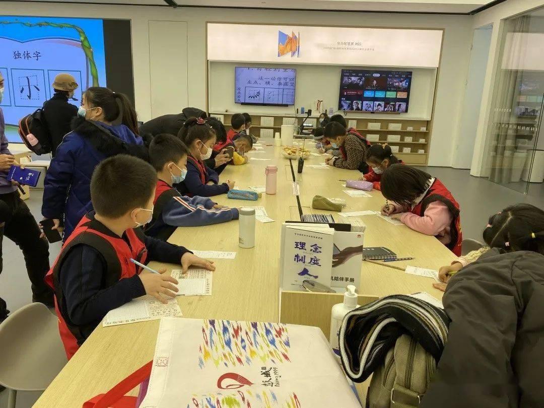 小记者体验中华文化魅力