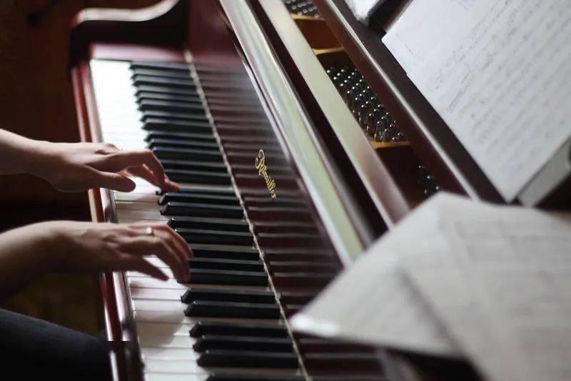 钢琴演奏的最高境界人琴合一只有钢琴家吗?不,做到这3点你也可以!